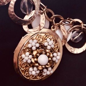 ⚜️Gold Filigree Locket Necklace⚜️